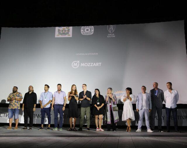 Sinoć je pred prepunim amfiteatrom u Vrnjačkoj Banji, u sklopu festivala @jedini_pravi_ffs, premijerno u Srbiji prikazan film Južni vetar 2 - Ubrzanje.  Hvala publici što je ovacijama dočekala naše #Ubrzanje 🔥   Večeras smo u Nišu na humanitarnoj projekciji za našeg kolegu Uroša Mladenovića! A do tada SMS 1078 na 3030 @za_uckov_zivot   #juznivetar #juznivetarfilm  #juznivetar2 #juznivetargas #milosbikovic #miodragradonjic #milosavramovic #jovanastojiljkovic #archangeldigital #ads